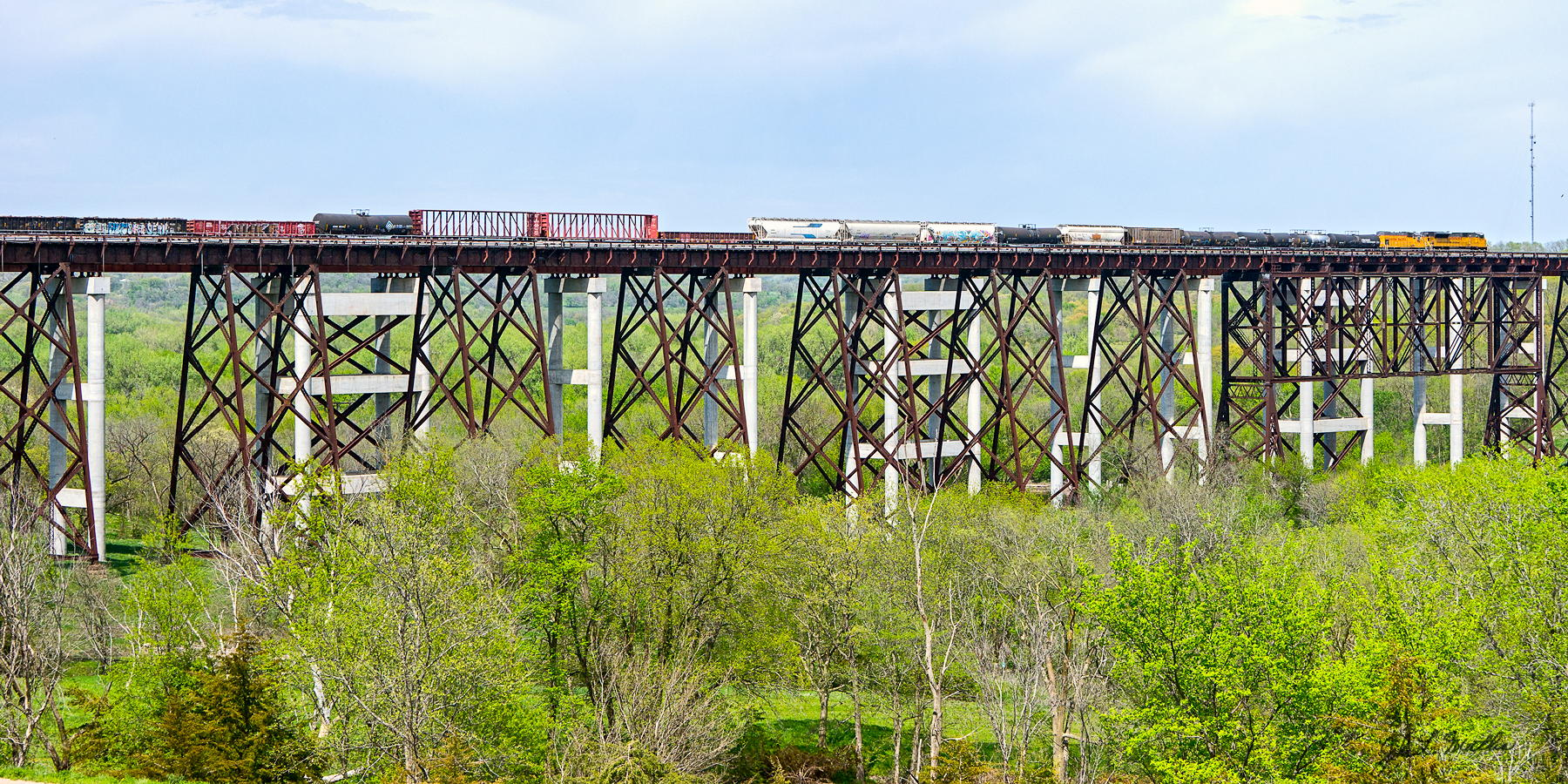 UP 3507 and UPY 704 cross the new Kate Shelly bridge on May 15, 2013.